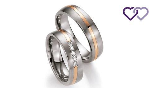 Titanium met gouden ringen