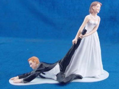 Taarttopper Bruid trekt aan Bruidegom